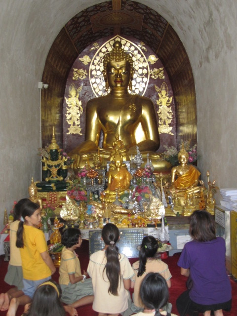 To learn about Thai culture and history, we took a field trip to a 700 year old temple in Chiang Mai