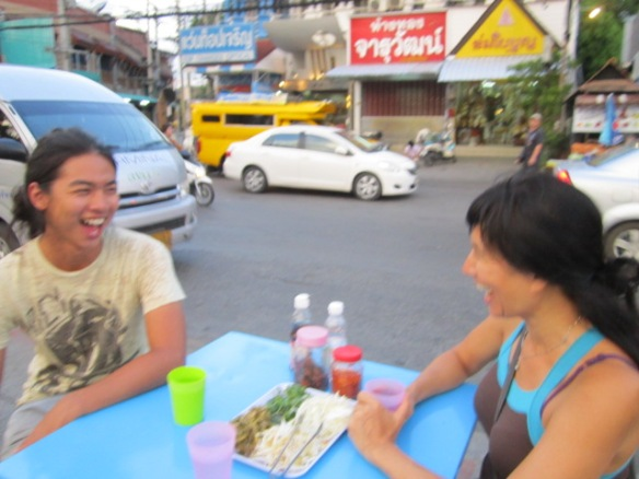 Pong and Rose having a laugh over kanom jeen at Chiang Mai Gate.