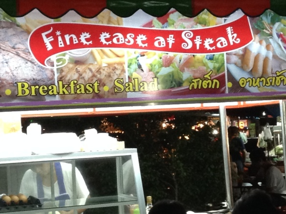 Here's a new food stall at Chiang Mai Gate - Fine Ease at Steak. No, they don't serve steak.
