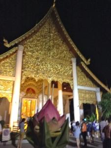 Going to wian tian at Wat Chedi Luang